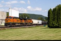 RailPictures.Net Photo: BNSF 7452 BNSF Railway GE ES44DC at St. Johnsvile, New York by Chas Rossini