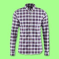 Finde bei uns dieses Herrenhemd und verbring deine Freizeit in hochwertig gewebtem Karo-Design.