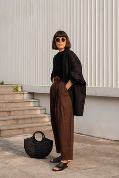 I would keep it simple and earthy with a nude The Sartorialist, Phoebe Philo, Masculine Style, Boho Fashion, Fashion Outfits, Issey Miyake, Bohemian Mode, Street Style, Mode Inspiration