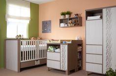 The sunshine make lovely the baby room. / A napsütéstől még elbűvölőbb a babaszoba