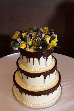Looks yummy! #ButtercreamWeddingCakesMN #WeddingCakes  Jill Totten
