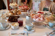 Quer fazer uma reunião especial com seus amigos. Que tal organizar um chá da tarde. Veja aqui como fazer um evento charmoso