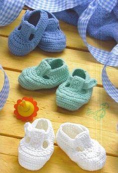 FREE PATTERN - Paul Shoes (Source : http://crochet-plaisir.over-blog.com/article-chaussons-pour-bebes-et-ses-grilles-gratuites-au-crochet-107589880.html)