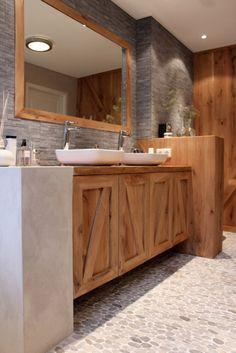 Bathroom stone and wood Bathroom Kids, Laundry In Bathroom, Bathroom Renos, Bathroom Renovations, Bathroom Interior, Beautiful Interior Design, Beautiful Interiors, Dream Bathrooms, Beautiful Bathrooms