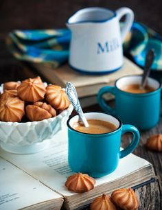 Coffee Stock Pictures, Royalty-free Photos & Images - Coffee and cookies on a table - Coffee Barista, Coffee Latte, Best Coffee, Coffee Break, Coffee Time, Morning Coffee, Coffee Photography, Food Photography, Café Chocolate
