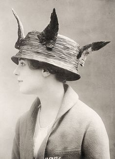 Vintage photo, woman's hat 1913-1915. Source: Underwood and Underwood Photographic Collection, Special Collections, University of Kentucky.