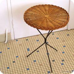 Table d'appoint vintage rotin pieds métal tripode 60s