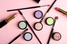 Lilás, verde e amarelo ajudam a suavizar imperfeições da pele. Foto: Shutterstock