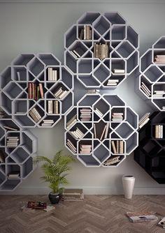 Igual es un poco difícil encajar los libros, pero estas estanterías inspiradas en los diseños de los azulejos árabes ¡son una chulada!