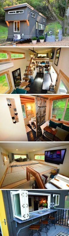 Tiny House! Grave l'espace pour manger qui s'agrandit avec l'extérieur pour recevoir confortablement. Et oui à la terrasse rajoutée sur le terrain. The Entertaining Abode tiny house (224 sq ft)