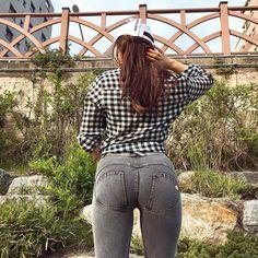 "Instagram의 섹시백 코리아님: ""📸@iamluna__ ・ ・ 요즘은 운동복말고 일상복으로 눈바디🙈 . . . 제가 입은 바지는 #프레디진 에페토 키아로 J3Y XS사이즈에요 여기 바지 너무 이뻐서 대량으로 질러버렷숩니다!!!!! 식빵궁디도 애플궁디로 만들어주는 마성의…"" Jeans Fit, Mom Jeans, Japanese School, Skinny Pants, Stay Fit, Hipster, Photo And Video, My Style, Instagram"