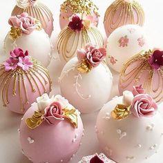 Bolas de pastel de boda in 2020 Pretty Cakes, Beautiful Cakes, Amazing Cakes, Fancy Cakes, Mini Cakes, Cupcake Cakes, Wedding Cake Pops, Wedding Cakes, Candy Apples