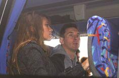 Messi y Antonela descansan en el autocar. La expedición azulgrana viaja a Zúrich para asistir a la Gala FIFA de la entrega del Balón de Oro....