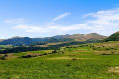 Vue du Puy-de-Dôme - www.auvergne.fr Belle Photo, Golf Courses, Mountains, Photos, Nature, Travel, Auvergne, Pictures, Naturaleza