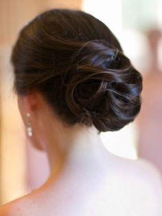 Chignon travaillé à mèches James - 100 coiffures de mariage à adopter ! - Photos Beauté - Be.com