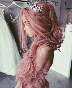 Pink hair color ideas Those looking for pink hairstyles here! The popularity of pink hair continues to increase day by day. Beautiful Hair Color, Cool Hair Color, Hair Inspo, Hair Inspiration, Summer Wedding Hairstyles, Hair Dye Colors, Grunge Hair, Pretty Hairstyles, Braid Hairstyles
