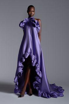 Greta Constantine Fall 2020 Ready-to-Wear Fashion Show - Vogue Fashion Week, Fashion 2020, Runway Fashion, Fashion Models, High Fashion, Fall Fashion, Fashion Tips, Gala Dresses, Satin Dresses