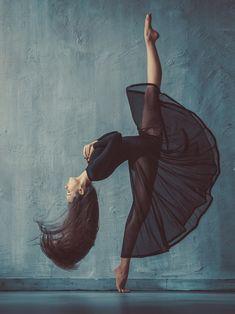 Modern Dance Photography, Dancer Photography, Fashion Photography, Dance Poses, Portraits From Photos, Dance Pictures, Dance Art, Digital Portrait, Digital Art