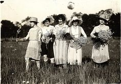 1930s Carrying Daisies