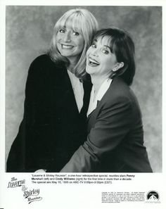 PENNY-MARSHALL-CINDY-WILLIAMS-LAVERNE-AND-SHIRLEY-REUNION-ORIG-1994-ABC-TV-PHOTO