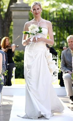"Season 1, Episode 18: ""Much 'I Do' About Nothing""  Lily van der Woodsen (Kelly Rutherford) walked down the aisle in Vera Wang."