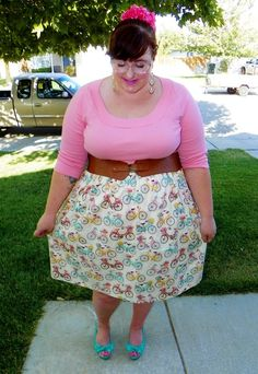 Ali Buttons - LOVE this skirt! SO cute!