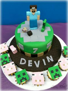 Minecraft cupcakes and cake