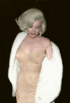 The sequinned gown Marilyn Monroe wore to sing Happy Birthday to President John F Kennedy on May 1962 which was actually ten days from his actual birthdate of May Old Hollywood Glamour, Vintage Hollywood, Hollywood Stars, Most Beautiful Women, Beautiful People, Pin Ups Vintage, Marilyn Moroe, Marilyn Monroe Photos, Marilyn Monroe Hair