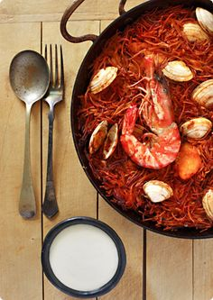 One of my favorite Catalan dishes: Fideuà with Alioli by The Traveler's Lunchbox. Fish Recipes, Seafood Recipes, Great Recipes, Favorite Recipes, Pasta, Healthy Cooking, Love Food, The Best, Food Photography