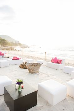 Destination Wedding // Beach Wedding // Beach Decor // Photo by Twah Dougherty // http://twahdougherty.com/