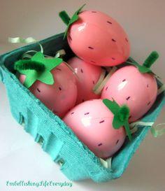 Embellishing Life: Strawberry Easter Egg Basket  http://embellishinglifeeveryday.blogspot.com/2012/03/strawberry-easter-egg-basket.html#