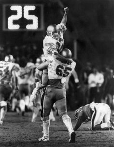 Magic Moments: Doug Flutie & The Miracle in Miami. Flutie's last second hail-mary touchdown pass to Gerard Phelan lifting the Boston College Eagles over the Miami Hurricanes, on November Down by four with 48 seconds left, the quarterback heaves to glory. Football Photos, Sports Photos, Sports Images, Hail Mary Pass, College Quarterbacks, Doug Flutie, Boston College, University Of Miami, Jersey Shirt