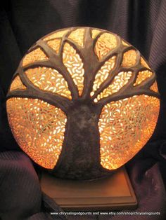 Gourd Lamp, Painted Gourds, Art Techniques, Artist At Work, Special Gifts, Lamps, Gourd Crafts, Table Lamp, Lights