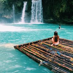 Kawasan Falls Cebu Philippines Tag your travel buddy By by everydayluxuries Places To Travel, Places To See, Travel Destinations, Vacation Places, Cebu, Voyager Loin, Les Cascades, Destination Voyage, Wanderlust Travel