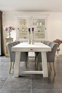 Chic Modern Home Decor Decoration Inspiration, Dining Room Inspiration, Home Living Room, Living Room Decor, Dining Room Table Centerpieces, Tables, Dinner Room, House Inside, Dining Room Design