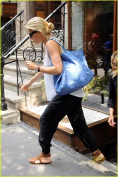 Gwyneth Paltrow: Sunglasses in Soho!