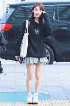 Fashion Korean Style Kpop Inspired Outfits Ideas For 2019 Korean Fashion Kpop Bts, Korean Outfits Kpop, Kpop Outfits, Kpop Fashion, Trendy Fashion, Fashion Women, Airport Fashion, Yuri, Kpop Concert Outfit