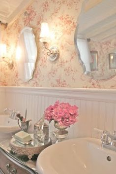 feminine bathroom with pink accents. Maybe downstairs powder room. Baños Shabby Chic, Estilo Shabby Chic, Shabby Cottage, Shabby Chic Homes, Cottage Bath, Romantic Cottage, Cottage Living, Living Room, Toile Wallpaper