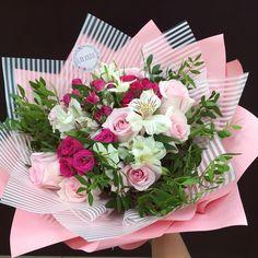 15 Best ideas for flowers arrangements diy brides Gift Bouquet, Hand Bouquet, Beautiful Flower Arrangements, Floral Arrangements, Amazing Flowers, Beautiful Flowers, Flower Boutique, Flower Aesthetic, Tulips Flowers