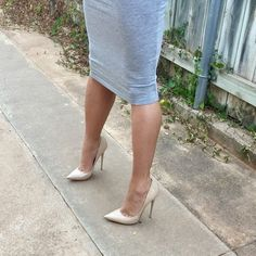 Hotter than hot. Sexy Legs And Heels, Sexy High Heels, High Heel Pumps, Womens High Heels, Pumps Heels, Stiletto Heels, White Heels, Jimmy Choo, Talons Sexy