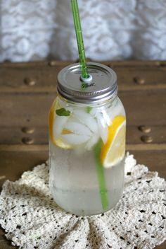 reusable mason jar-bpa free straw device? yes please!