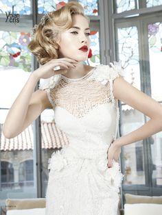 #Pompeya #YolanCris #weddingdress #Spanish #brend #exclusive #handmade #different #unusual #salonvencanica #Didier #vencaniceBeograd #bridal #bride #fashion #bridalfashion #moda #model #materijal #vencanice #white #flowers #suspenders #network #weddingphotography