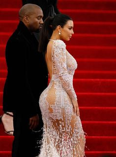 "Kim Kardashian Photos - ""China: Through The Looking Glass"" Costume Institute Benefit Gala - Outside Arrivals - Zimbio"