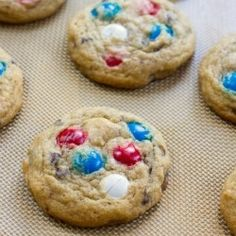 Satisfy your sweet tooth this Fourth of July with sweet treats! Here are over 25 Fourth of July Sweet Treats to give you some inspiration in the kitchen! Yummy Treats, Sweet Treats, Yummy Food, Cookie Recipes, Dessert Recipes, Desserts, Dessert Ideas, Holiday Treats, Holiday Recipes