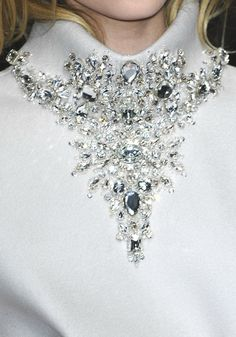 Elegant crystal embellished collar detail, sparkly couture fashion close up // Gianfranco Ferre A/W 2008 Couture Details, Fashion Details, Couture Ideas, Embroidery Fashion, Beaded Embroidery, Motifs Perler, Gianfranco Ferre, Lesage, Ice Queen