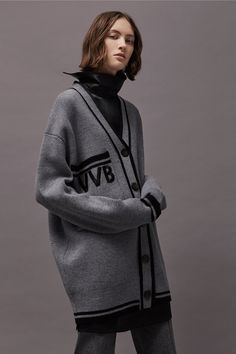 SYD ASK SWEATER LOOK A LIKE   Victoria_by_Victoria_Beckham_vbv_ldn_aw17_009_hr