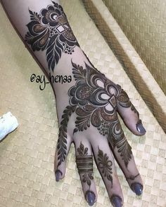 Hi everyone , welcome to worlds best mehndi and fashion channel Zainy Art . Hope You guys are liking my daily update of Mehndi Designs for Hands & Legs Nail . Round Mehndi Design, Modern Henna Designs, Floral Henna Designs, Back Hand Mehndi Designs, Legs Mehndi Design, Henna Art Designs, Stylish Mehndi Designs, Mehndi Designs For Beginners, Mehndi Design Pictures
