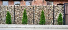 Mur en pierre grillagé