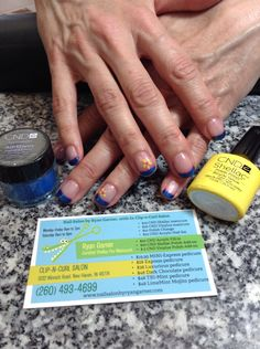 CND Shellac manicure, Moonlight n Roses, Midnight Swim, Additive Cerulean Blue, flower: Bicycle yellow