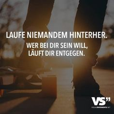 Wer bei dir sein will, läuft dir entgegen. - VISUAL STATEMENTS® Don't run after anyone. Anyone who wants to be with you runs towards you. Best Quotes, Love Quotes, Motivation Positive, Whatever Forever, Words Quotes, Sayings, German Words, Susa, Girly Quotes